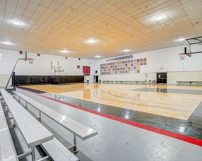Amazing Private Basketball Gym with Great lighting perfect for filming, Compton, CA