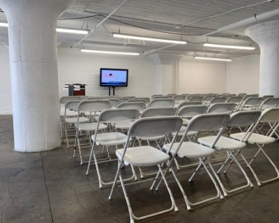 """24hr Naturally Lit Multi-purpose Studio Space w/Seating for 50 and 52""""TV, Los Angeles, CA"""