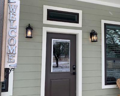 Modern and comfortable farmhouse with rustic elegance in Fredericksburg, TX - Fredericksburg