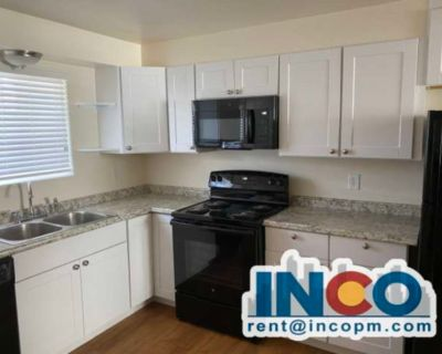 Remodeled! Lovely 2 bed 1 bath Apartment in Lakewood!