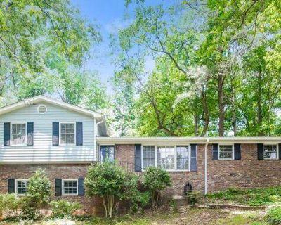482 White Oak Dr , Marietta, GA 30060