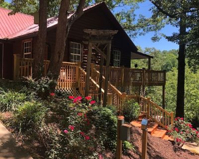 River with private beach, wineries, hot tub, and a great place for celebrations. - Dahlonega