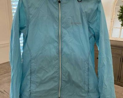 GUC Colombia light blue rain jacket. Size M. Random little spots here and there & Dingy cuffs. I haven t tried to treat.