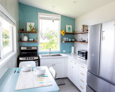 The Bermuda - Bright and tropical Tiny Home on a beautiful lake in downtown Orlando, Florida - Northwest Orlando
