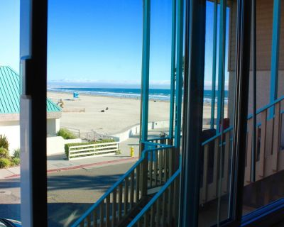 Just steps off the beach upper level 1 bedroom condo - Downtown Pismo Beach