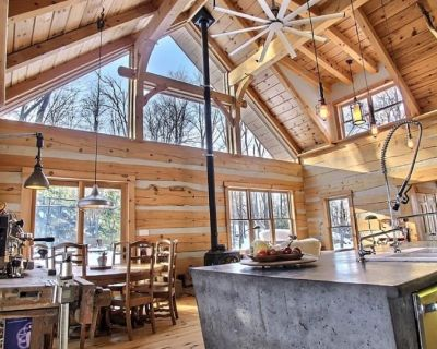 Luxury Cabin in The Woods. Large logs - Timberframe (20min) to Ottawa - Chelsea
