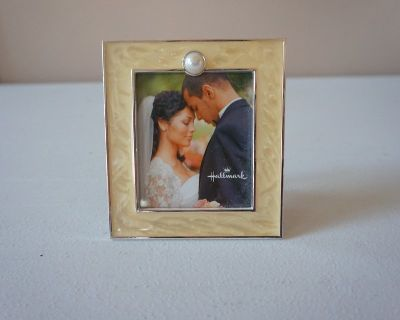 Hallmark Ivory Picture Frame with Pearl