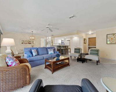 Your beautifully decorated home away from home! Blind Pass C201 has a pool, beach, grills & sunshine - Sanibel