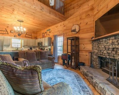 Hoo`s There Hideaway | 2BR 2BA | Hot Tub | Pool Table | Jetted Tub | Fire Pit - Sautee Nacoochee