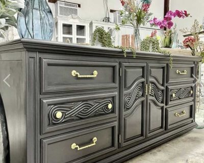 Vintage, Ornately Carved Thomasville 9 Drawer Console ~ Entryway/ Buffet/ TV Console/TripleDresser
