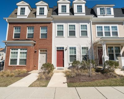 LOVELY 2BR 2.5BA TOWNHOME - Northeast