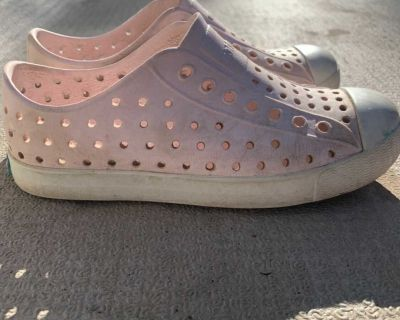Native shoes size C13 milk pink