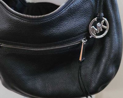 MICHAEL KORS BLACK LEATHER HOBO PURSE W/SILVER ACCENTS