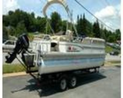 22 foot SunTracker Party Barge