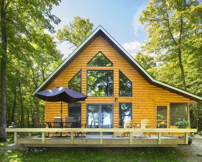 Classic American Summer in a Lakeside Cabin - Strawberry Lake Cabin - Ogema