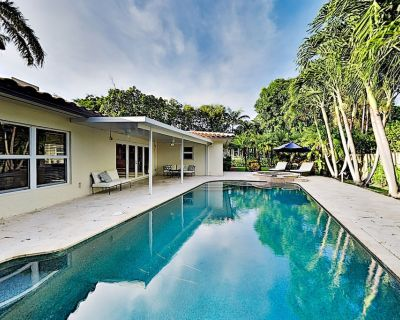 Chic Tropical Retreat | Private Pool | Walk to Beach & Dining - Harbor Beach