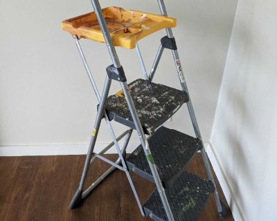 """Handiest Indoor Step Ladder Ever (30"""" with painters tray) for pick up in Cooper's Crossing Airdrie"""
