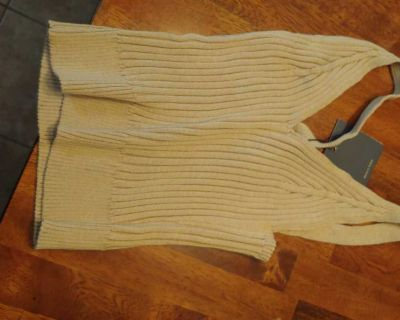 Adorable super stretchy and new with tags tan crop-top. Light sweater weight material. Size medium.