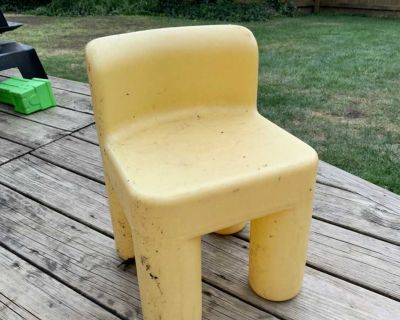 Little tikes outdoor chair