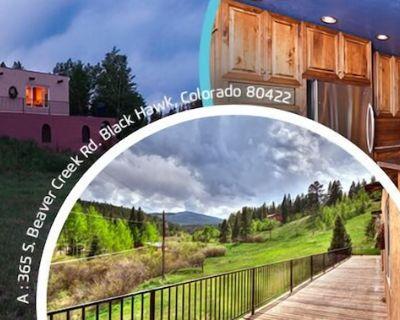 Spacious, bold home that sleeps 14-18 near ski slopes, gambling and hot springs! - Gilpin County