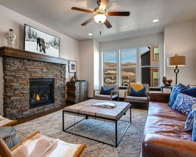 NEW! Plenty of Space/Sleeps 16 - 8mins To Downtown/Resorts Pvt Hot Tub +Pool - Heber City