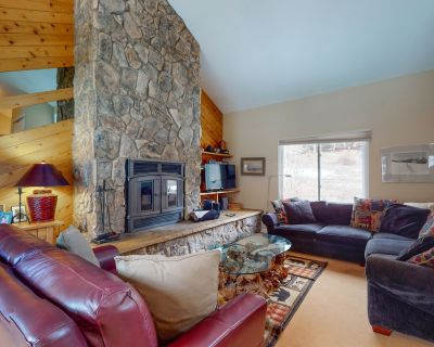 Recently Renovated Duplex w/Private Hot Tub, High-Speed WiFi, Wood Fireplace - Vail