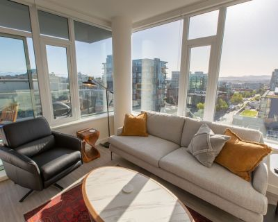 1202 Yates on Yates-12th Floor SW Corner 1 BR with Amazing Views - Downtown Victoria
