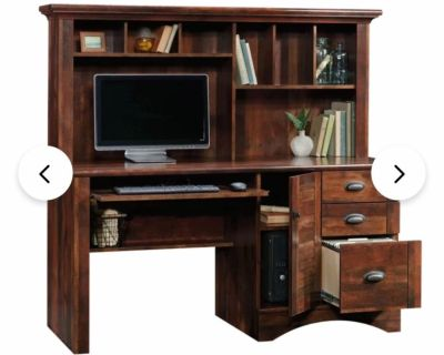 GREAT DESK in excellent condition PERFECT for college and grad students