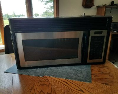 1.4 cu ft GE Spacemaker Over Range Microwave with vent fan and mounting bracket