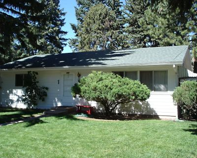 Cozy cottage in picturesque setting nestled at the foot of Pikes Peak - Manitou Springs