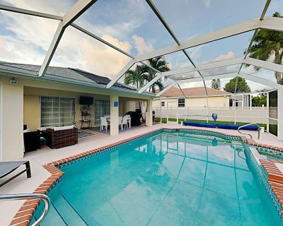 Stay Awhile | Heated Saltwater Pool | Provided Bikes & 2-Car Garage - Pelican