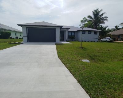 New 4 bedroom pet-friendly home on a fresh water canal with a fenced yard - Cape Coral
