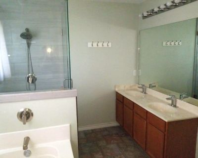 Private room with own bathroom - Saginaw , TX 76179