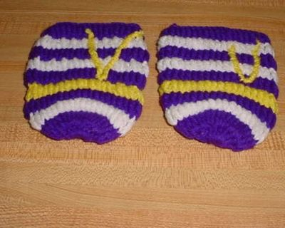 Gently Used Set Of 2 Minnesota Vikings Hand Crocheted Beverage Can Koozies. Prevents Your Hands From Getting Chilly & Damp. $5