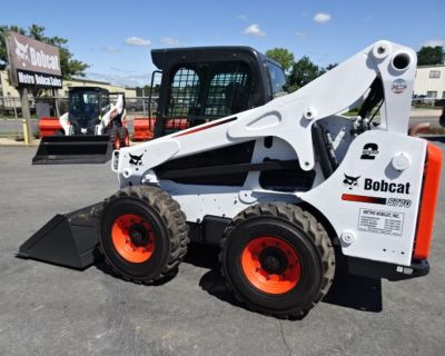 2015 Bobcat S770 SKID STEER LOADER - 92 HP TURBO CHARGED KUBOTA V3800 DIESEL ENGINE (iT4) - 1873 HOURS - DELUXE KEYLESS START - HIGH FLOW W/7 PIN ATTACHMENT CONTROL KIT