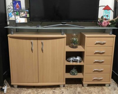 Entertaining unit with glass shelf and drawers