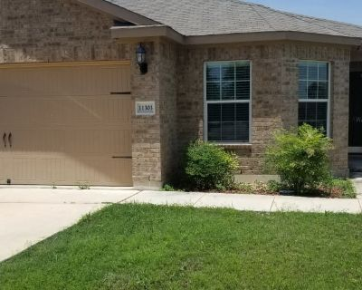 Private room with shared bathroom - San Antonio , TX 78252