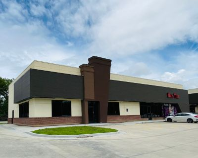 Select Retail/Restaurant Space