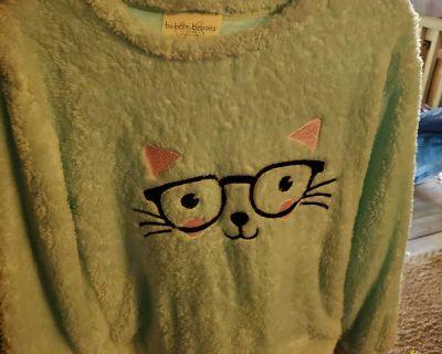 New fluffy top girls 10/12 medium cat