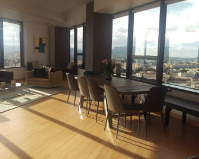 200 degree views of the city in Unique DTLA Spacious and Sun Filled Apt, Los Angeles, CA