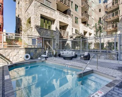 Contemporary 4 bedroom condo steps from Eagle Bahn Gondola, indoor pool, hot tub - Vail