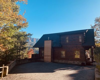3 Little Bears Lodge. 5 Star!GORGEOUS VIEWS! Clean! HotTub. SPRING BREAK Special - Gatlinburg