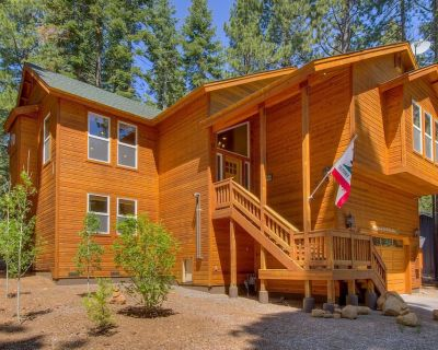 Two Comfortable Master Suites, Large Modern Kitchen, Deck with Gas BBQ, Hot Tub - Tahoe Woods