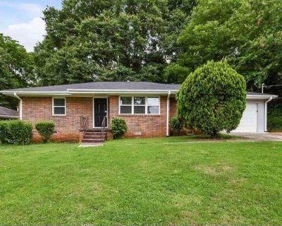 1660 Valencia Rd Decatur, GA 30032