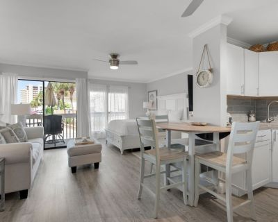 Destin Studio Condo, Completely Remodeled, Full Kitchen, Patio, Steps to Beach - Holiday Isle