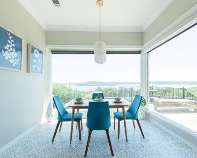 Large Home, Lake Views, Grill, Pool Table, Hot Tub - Travis Landing