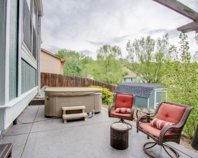 West Side Get Away! 10 Minutes to Garden of the Gods-hiking, biking-hot tub-King Bed - Woodmen Valley