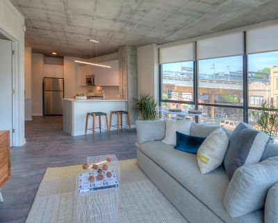 Jaw Dropping 2bd.2bth New Construction Luxury Lakeview Building - Indoor/Outdoor Lounge, Gym, Restaurant onsite+