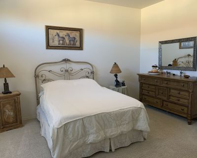 Near lots of restaurants ,shopping and on superstition springs golf couse - Superstition Springs