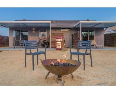 *NEW* Split Rock Cottage | Hot Tub | One Block From Joshua Tree Village - Joshua Tree